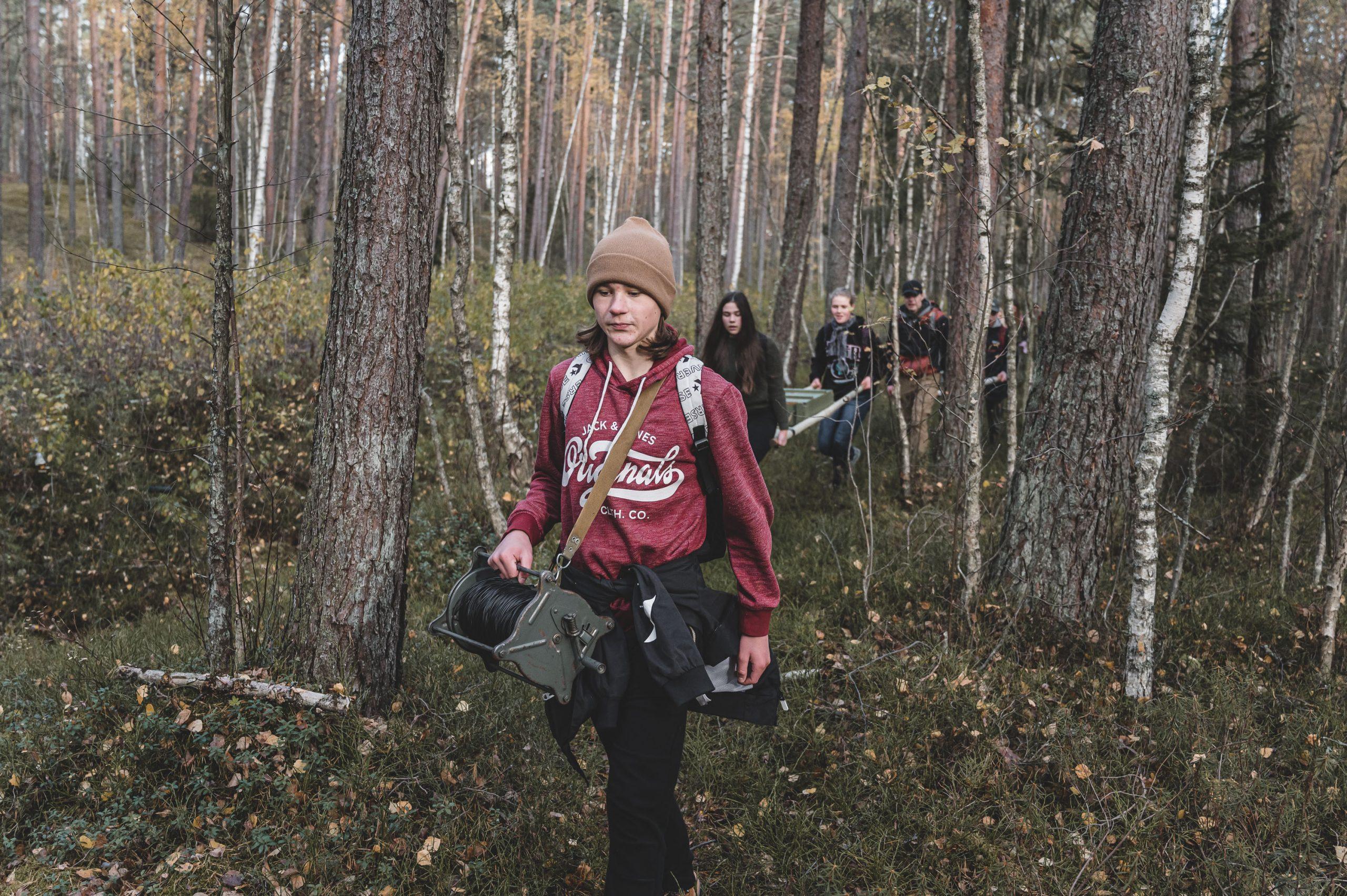 """FOTO: Mārupes novada jauniešiem notika pārgājiens """"PĀRdzīvo – PIEdzīvo"""""""
