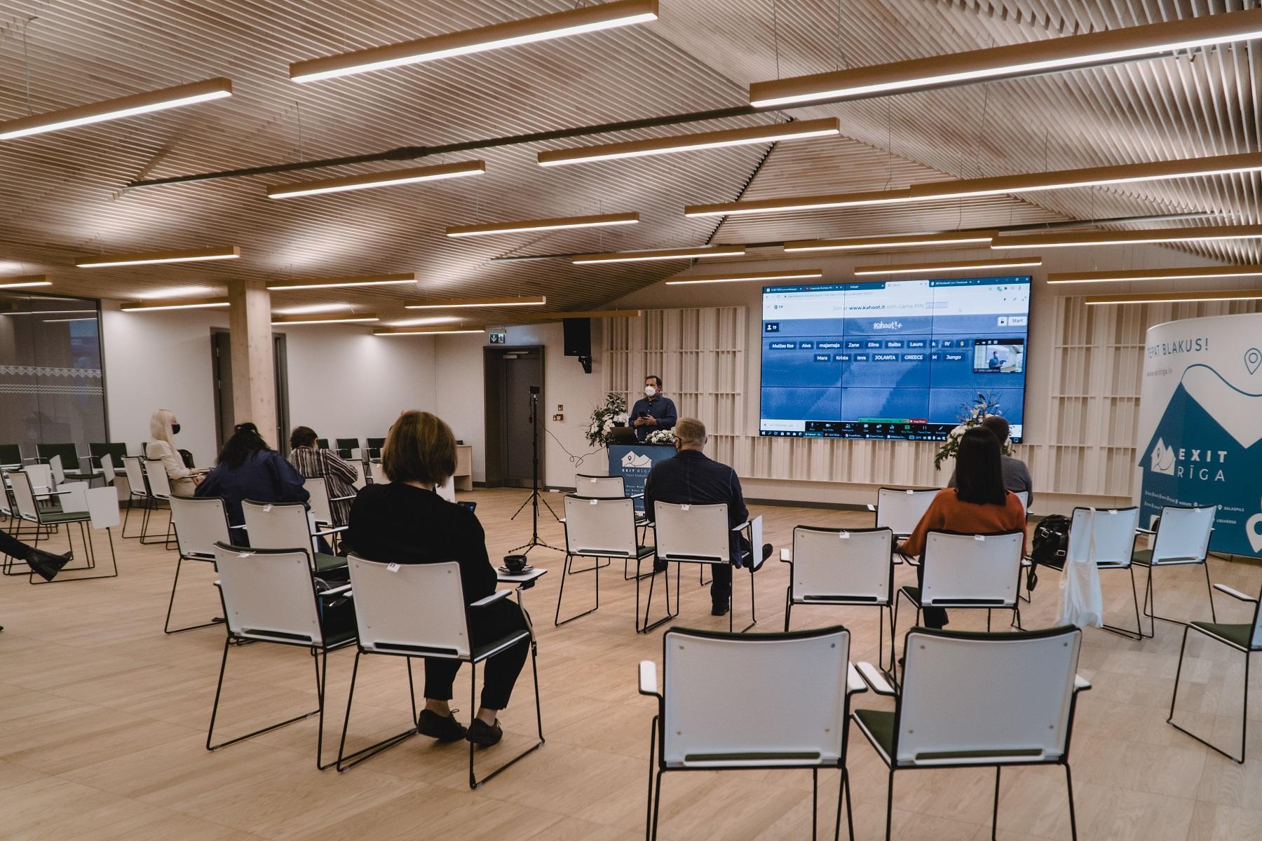 Jaunatklātajā Ogres Centrālajā bibliotēkā aizvadīts otrais EXIT RĪGA apmācību seminārs